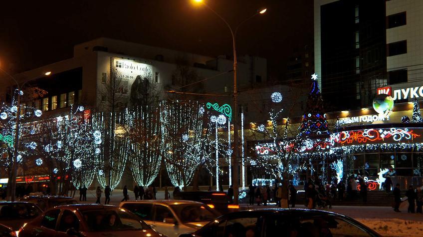 Новогодние гирлянды улицы возле Центрального офиса ʺЛукойлаʺ::Прогулка по Перми