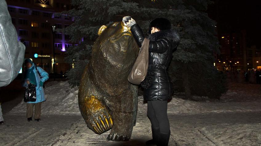 Фото №90318. Идущий медведь. Скульптура. Символ города Пермь