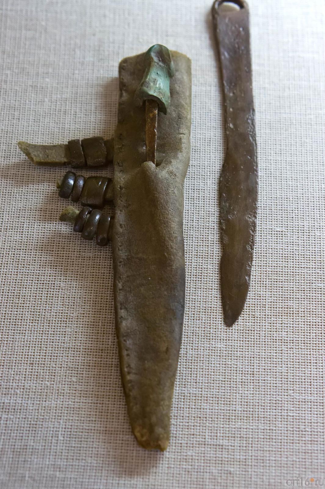 Фото №102616. Нож в ножнах с вложенным шилом с рукоятью из фаланги