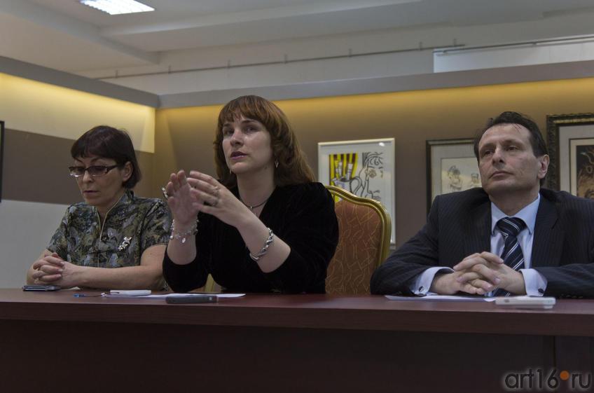 Фото №76582. Ф.Батырова, Н.Зюмченко, М.Альтерман. Пресс-конференция