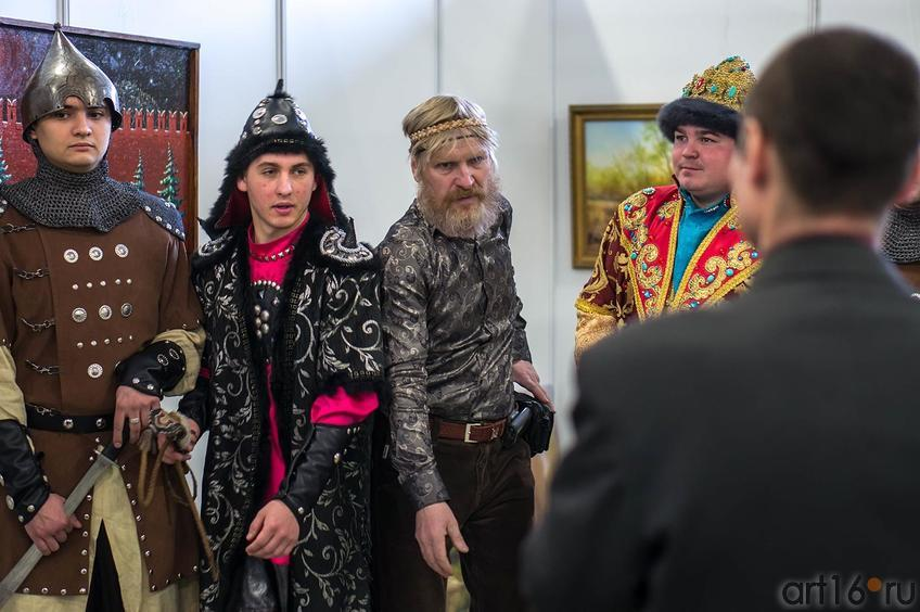 И добры молодцы, и седовласые старцы на «Арт-галерее. Казань — 2013»::Арт-галерея 2013 на Казанской ярмарке