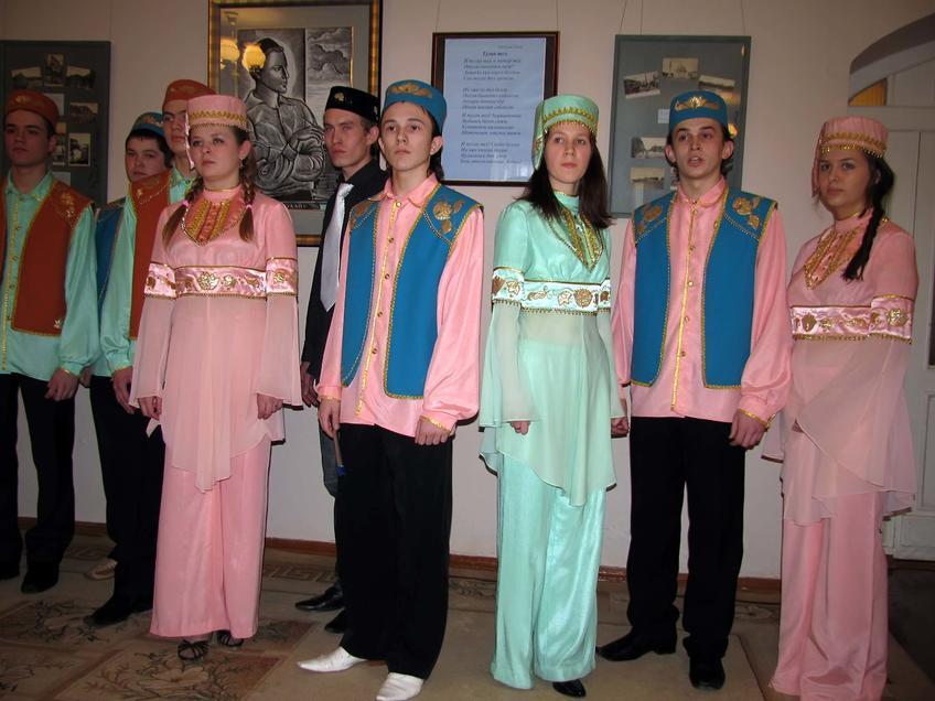 Студенты казанского театрального училища::К 100-летию стихотворения Г.Тукая «Туган тел» («Родной язык»)