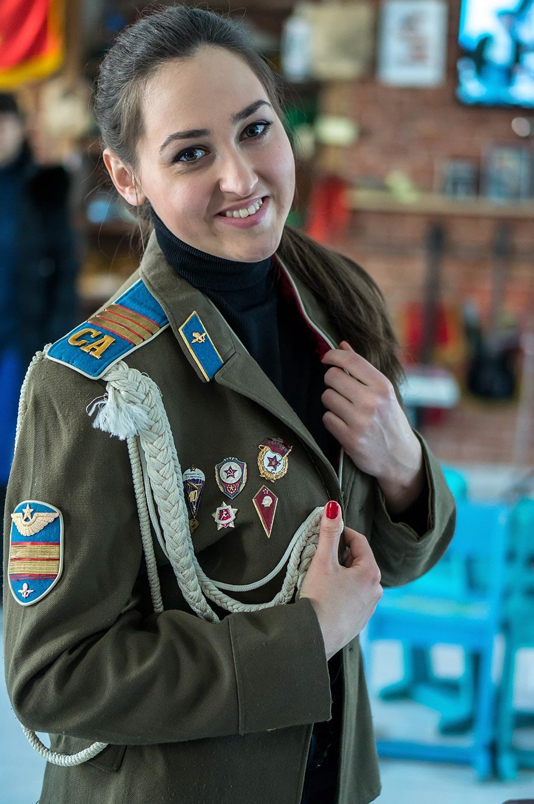 Фото №140586. Елена Моисеева в парадном кителе ВДВ