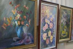 Фрагмент экспозиции выставки картин Дамира Хафизова