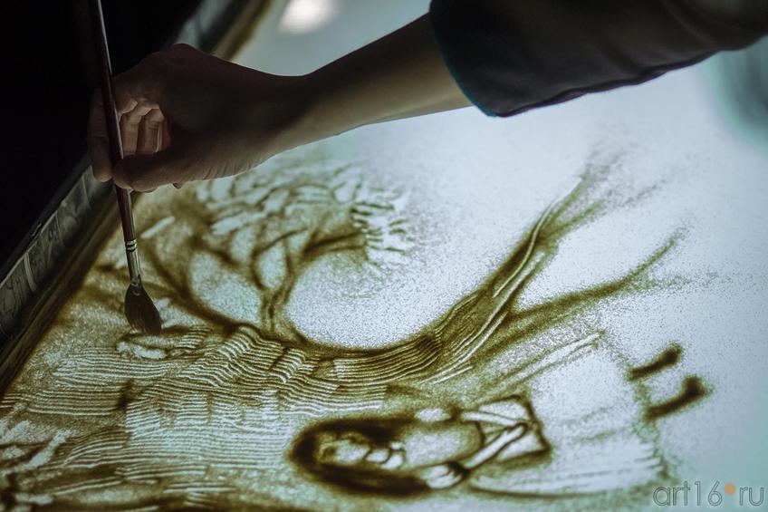 Песочная анимация Елены Ермолиной. Алиса::Выставка-фестиваль авторской игрушки