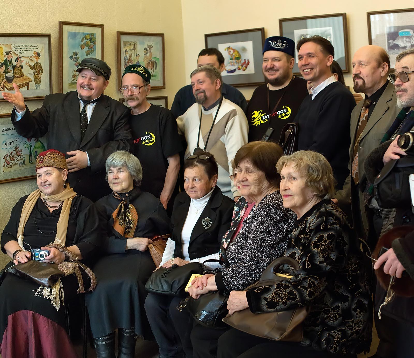 Фото №147323. На открытии выставки карикатуристов, 1.04.2013, галерея Музея Мазитова