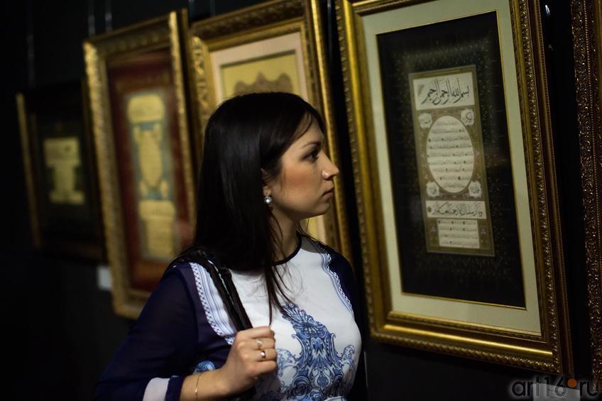 Фото №147683. На выставке ''Скрытая сокровищница...''