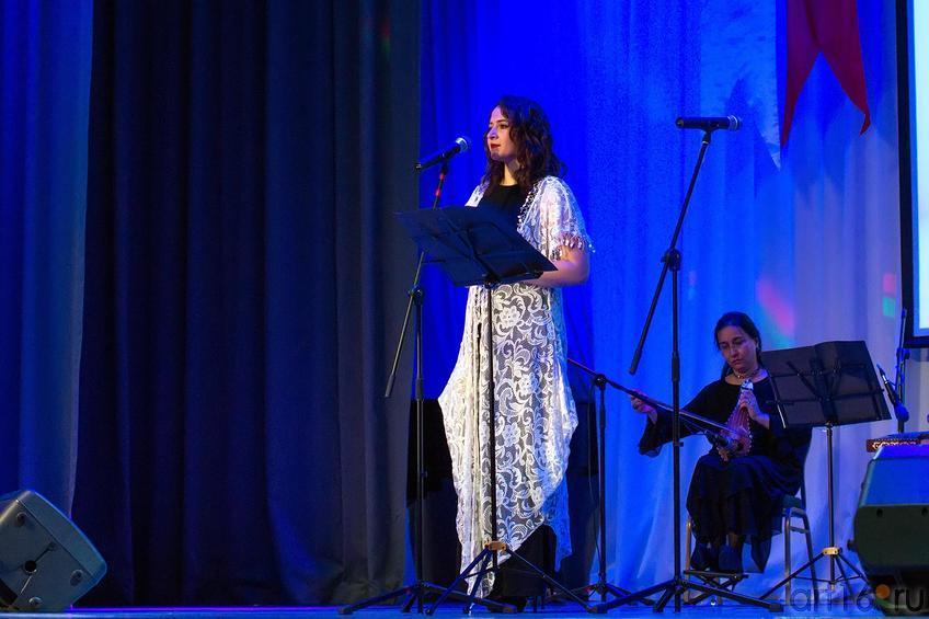 Фото №147820. Эзги Кёкер, солистка Хора классической турецкой музыки
