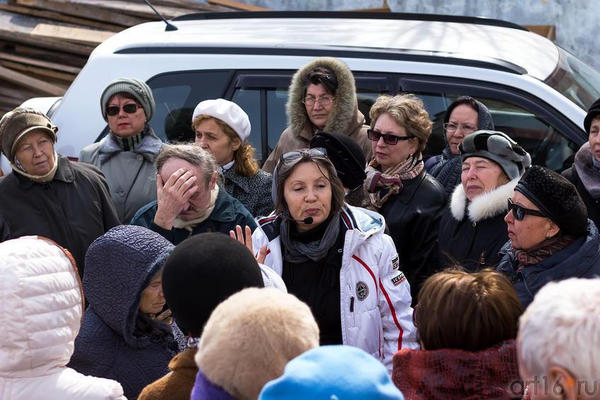 Фото №149456. Ирина Михайловна Вавиличева проводит экскурсию по шаляпинским местам