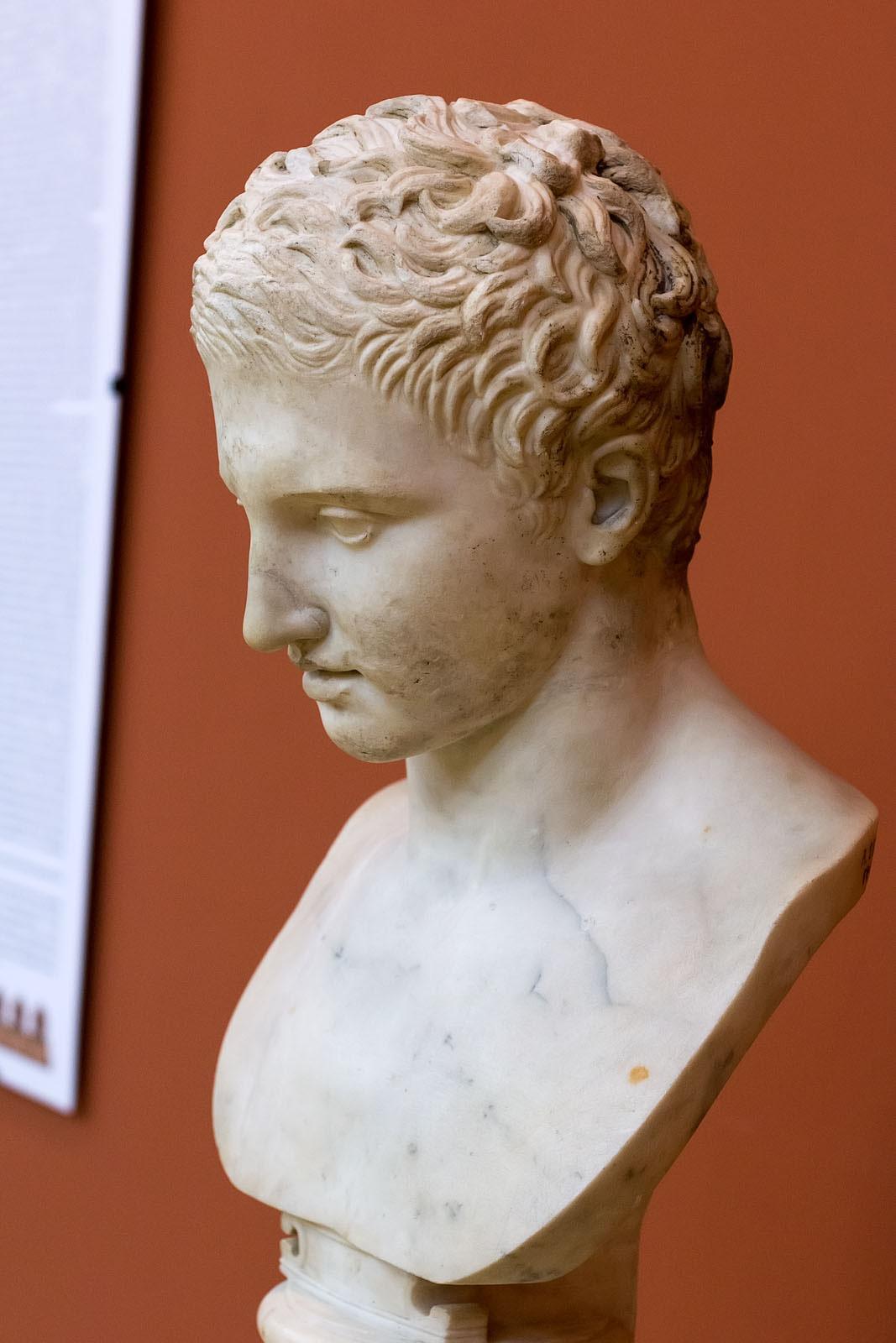 Фото №149873. Голова статуи атлета