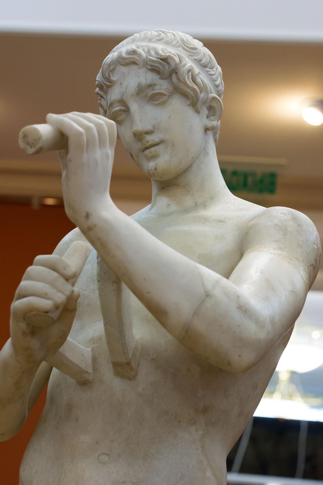 Фото №149885. Статуя юноши-атлета с двойной флейтой