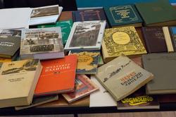 Возможно, эти книги имеются в двойном экземпляре, или они уже прочитаны - давно никому не нужны