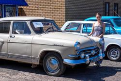 Стоянка ретро автомобилей. Волга ГАЗ 21-01