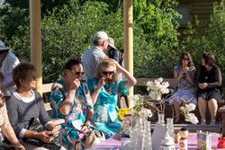 Чаепитие в беседке Библиотеки Серебряного века. «Хайкумена на Каме», 31 мая 2013, Елабуга