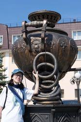 Наиля Ахунова на Хлебной площади у самовара