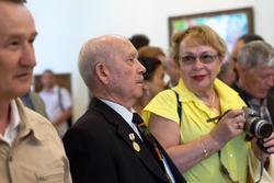 Закир Батраев (в центре)