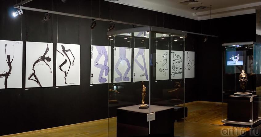 Общий план выставки::«Нуриев — танец»
