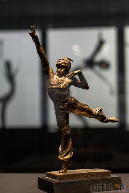Рудольф Нуриев в партии Али в балете «Корсар»::«Нуриев — танец»