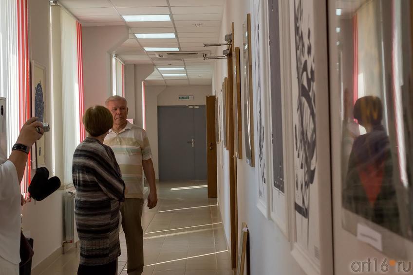 Р.Харис на выставке В.Попова ʺЕдинениеʺ::Владимир Попов. Выставка «Единение»