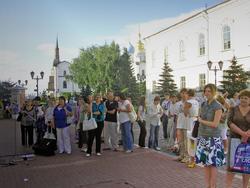 Перед центром ''Эрмитаж-Казань''