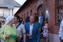 Валерий Коротков (в центре)