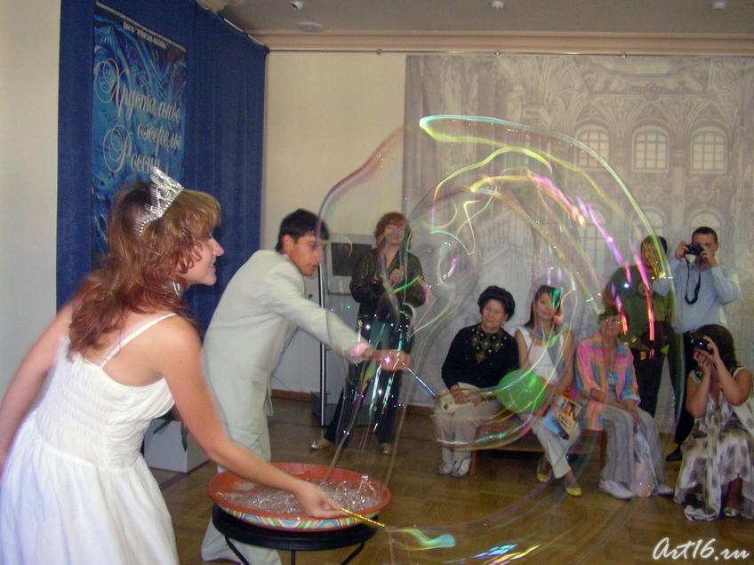 Королевство ʺМыльных пузырейʺ::Центру «Эрмитаж-Казань» —Три года!