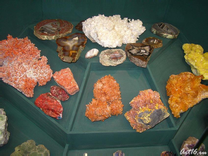 Минералы Земли::Экспозиция музея Природы