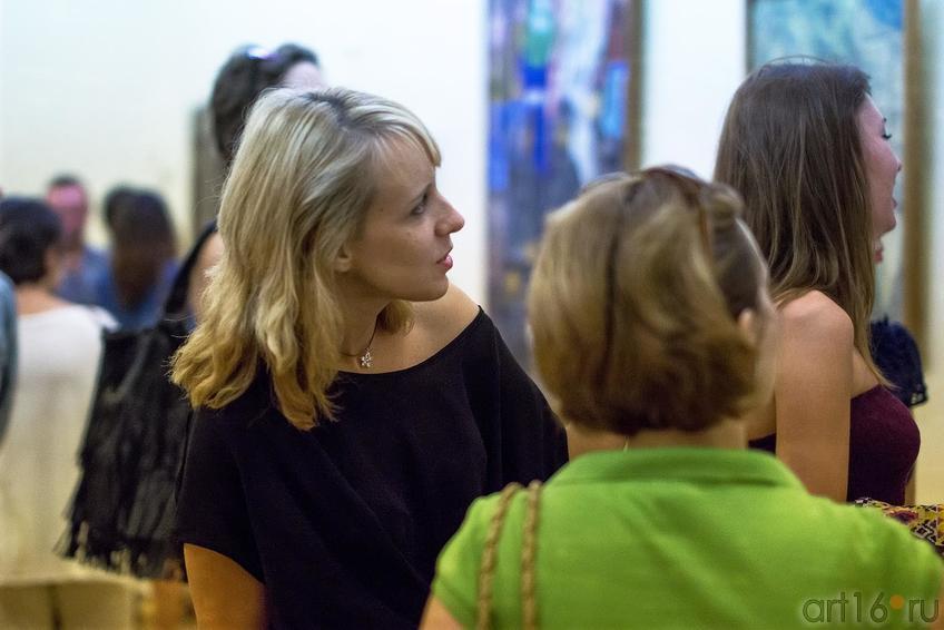 Фото №171613. На выставке ''Русский авангард из коллекции ГМИИ РТ''. Джаз в усадьбе Сандецкого, 15 августа 2013
