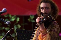 Алла Рид и ее бэнд  ( участник  коллектива). На II Международном фестивале еврейской музыки