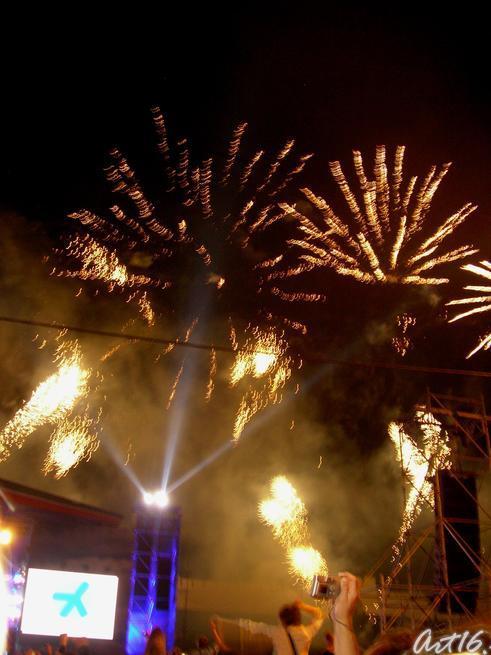 Ослепительный фейерверк::Рок-фестиваль у стен Казанского Кремля