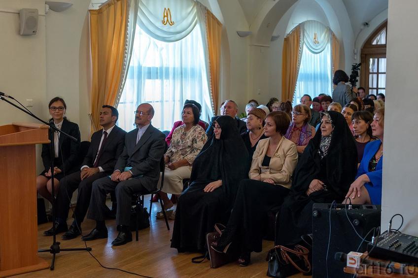На открытии выставки «Неделя дружбы женщин Ирана и Татарстана»::Выставка «Неделя дружбы женщин Ирана и Татарстана»
