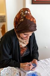 Мастер росписи по эмали. Нергес Могани