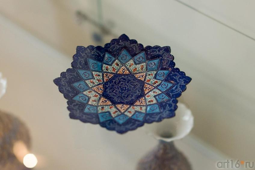 Фото №176398. Декоративное блюдо с орнаментом. Металл, цветная эмаль