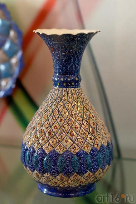 Декоративная ваза с орнаментом::Выставка «Неделя дружбы женщин Ирана и Татарстана»