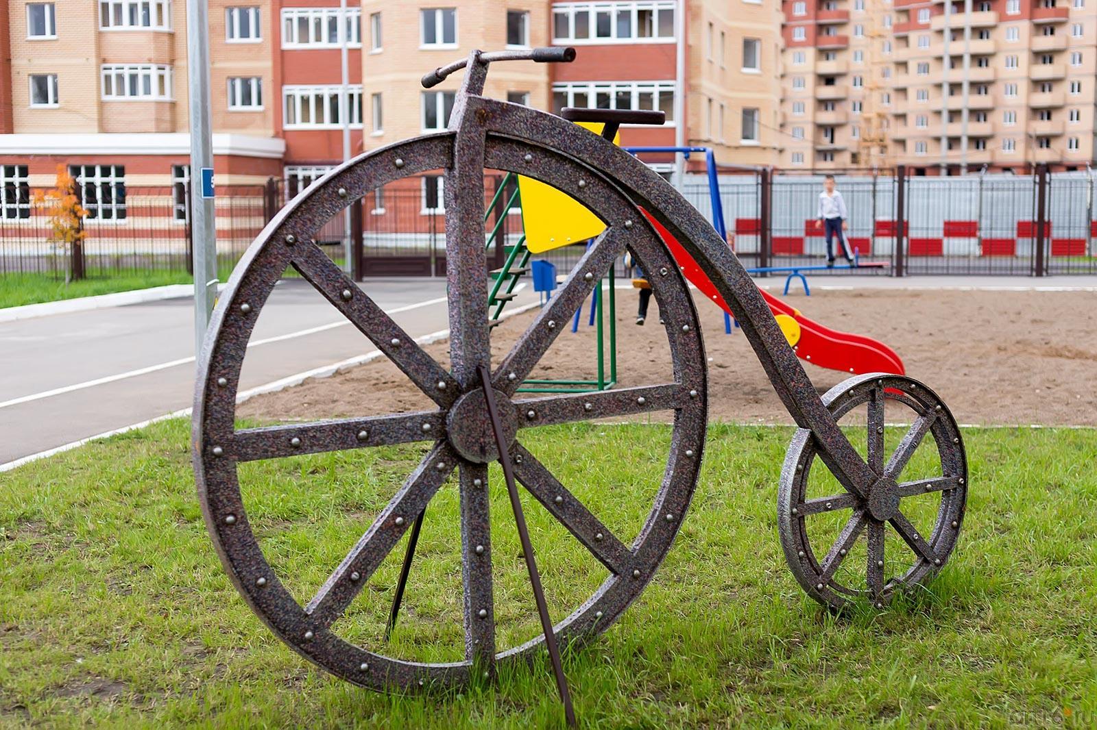 Ландшафтная скульптура. Велосипед::Школа № 35, Казань