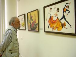 А. Абзгильдин у картин с танцевальной тематикой