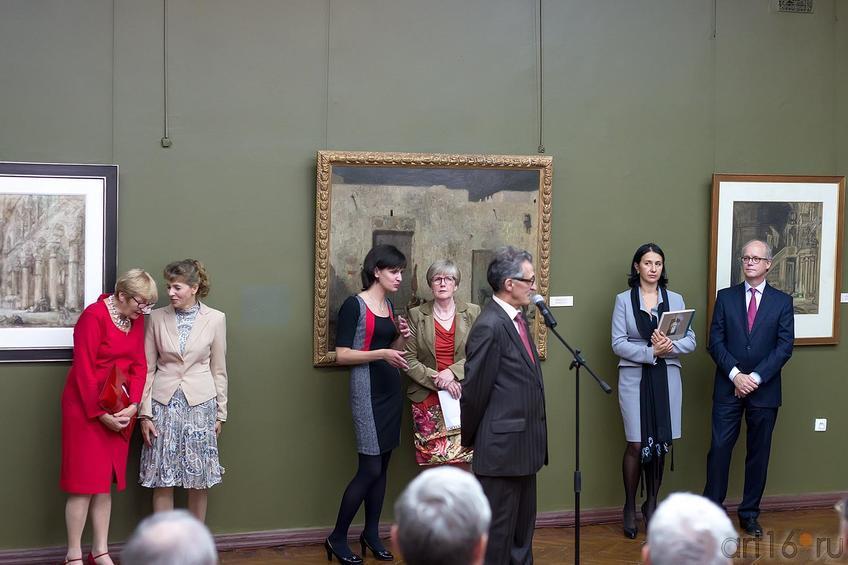 Фото №177843. Наиль Валеев на открытии выставки Мариуса Бауэра