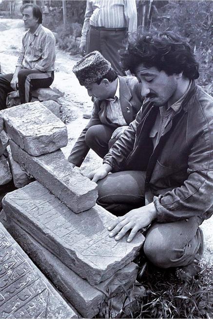 В 1944 году было депортировано 423 тысячи крымских татар...::Выставка «Искусство крымских татар»