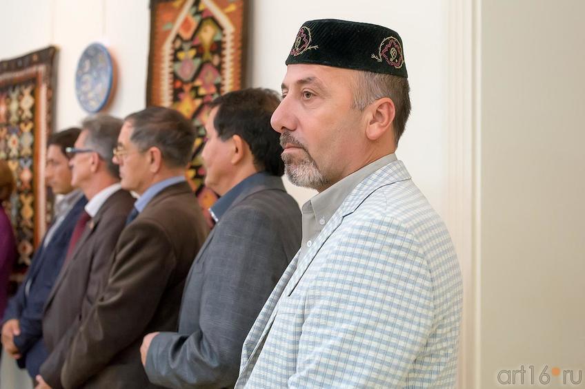 Низами Ибраимов, коллекционер::Выставка «Искусство крымских татар»