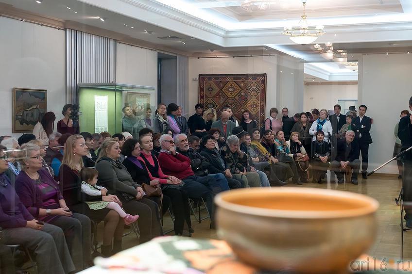 Фото №179155. На открытии выставки ''Искусство крымских татар''