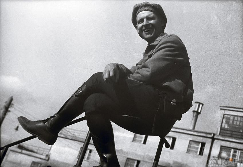 Фото №179269. Елеазар Лангман. Александр Родченко на перилах 1930