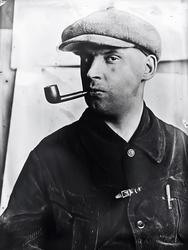 Варвара Степанова. Александр Родченко с трубкой. 1924