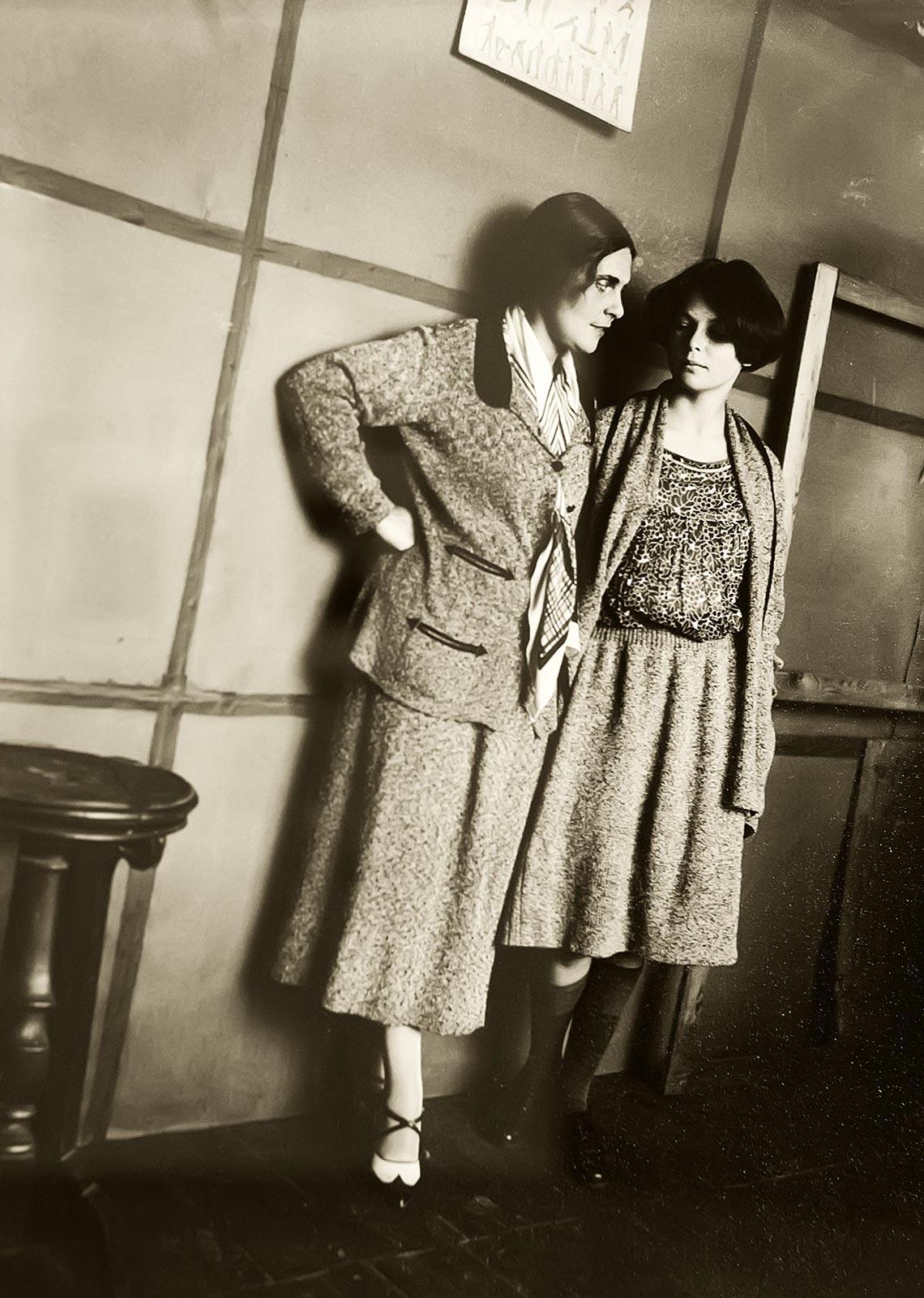Фото №179311. Александр Родченко. Лиля Брик и Луэлла Краснощекова 1924