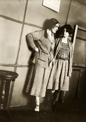 Александр Родченко. Лиля Брик и Луэлла Краснощекова 1924