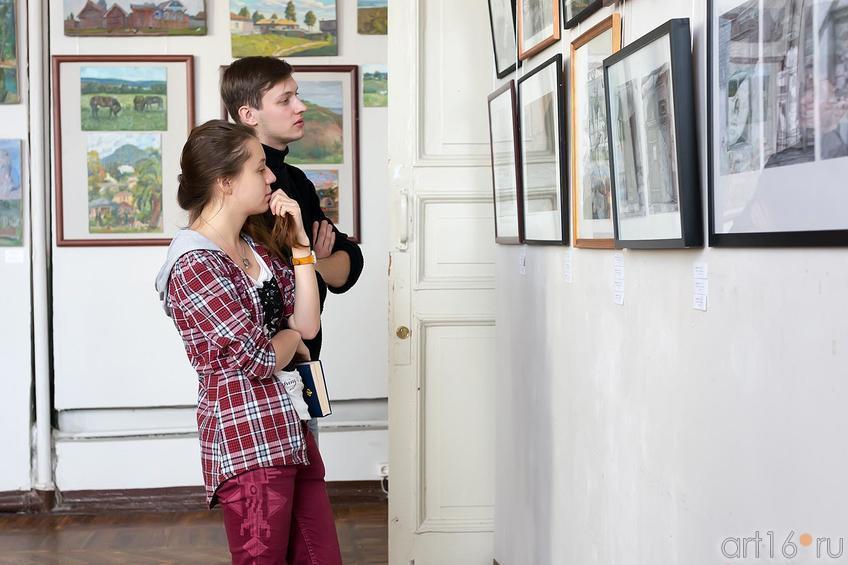 Фото №179868. На выставке работ летней практики студентов филиала МГАХИ им. Сурикова