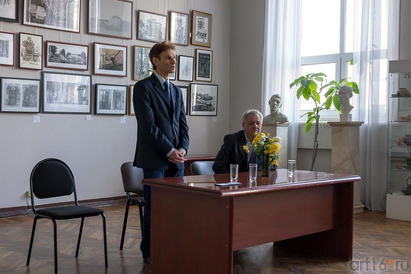 Фото №179898. Махмут Ахатович Вагапов. Вручение первокурсникам студенческих билетов