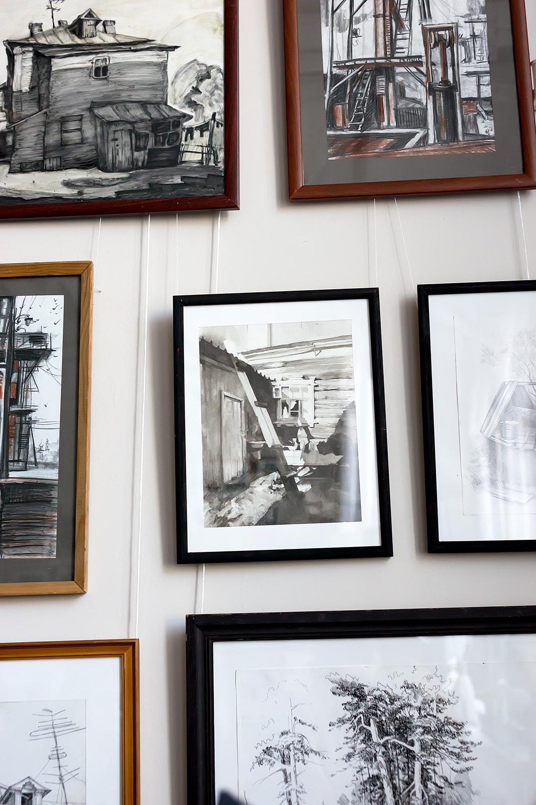 Фото №179910. Фрагмент экспозиции выставки работ летней практики студентов филиала МГАХИ