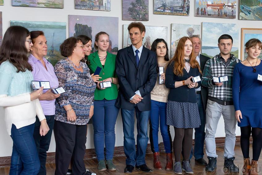 Фото №179994. Махмут Вагапов с первокурсниками. Вручение студенческих билетов.