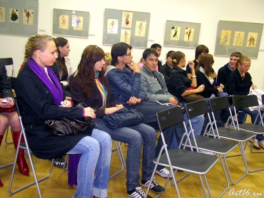 Фото №18106. Студенты КГУКиИ на мероприятии по сценографии