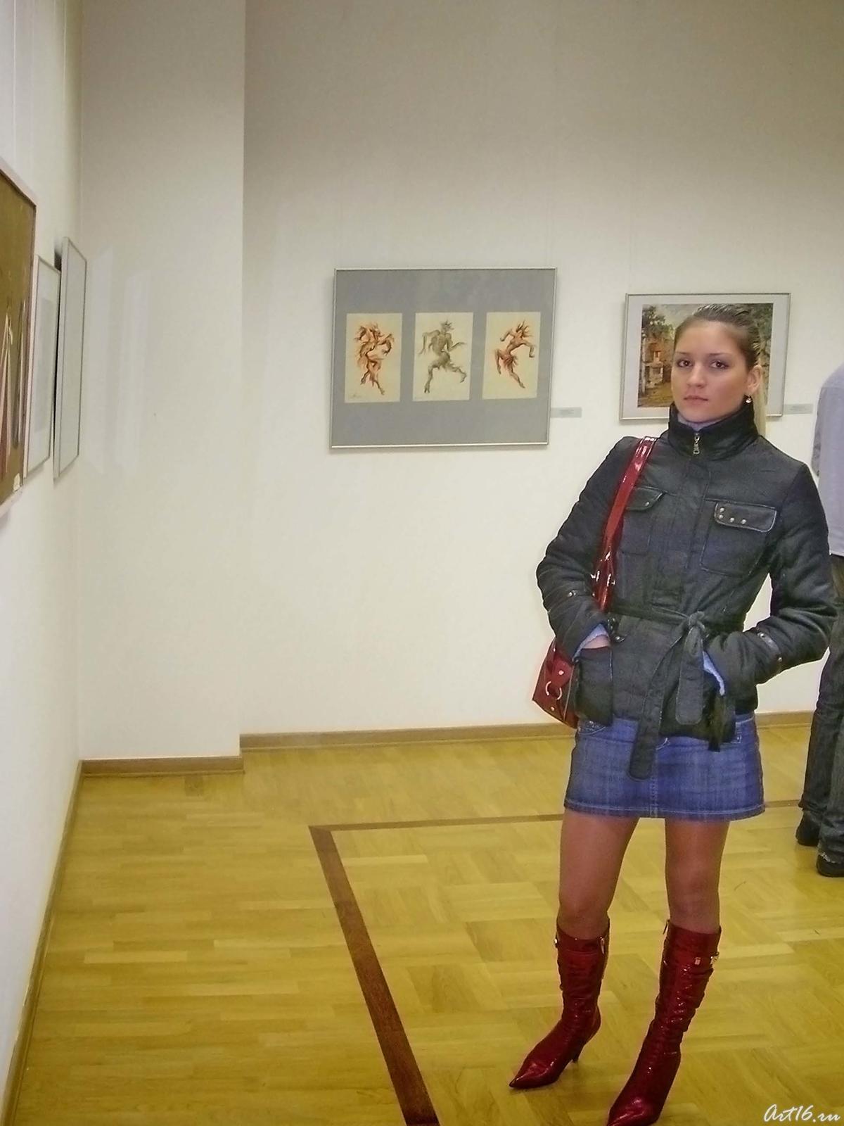 Фото №18185. Осмотр экспозиции зала с работами Л.Л.Сперанской